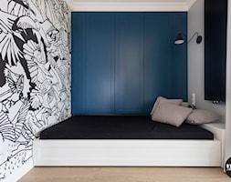 apartamentSUWAŁKI - Mała szara sypialnia małżeńska, styl eklektyczny - zdjęcie od BYHOUSE ARCHITECTS - Homebook