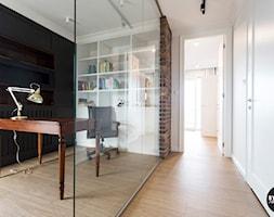 apartamentSUWAŁKI - Małe biuro domowe w pokoju, styl eklektyczny - zdjęcie od BYHOUSE ARCHITECTS