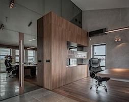 Meble biurowe - Średnie szare biuro kącik do pracy w pokoju, styl minimalistyczny - zdjęcie od Zirador - Meble tworzone z pasją