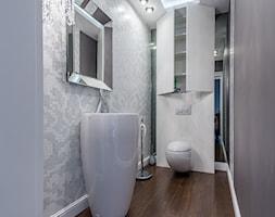 Stylowa willa - Mała biała szara łazienka w bloku bez okna - zdjęcie od Zirador - Meble tworzone z pasją - Homebook
