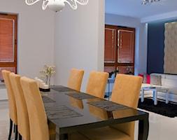 Średnia otwarta szara jadalnia w salonie - zdjęcie od Y N O X ARCHITEKTURA WNĘTRZ