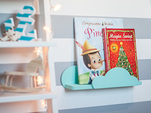 Półka do pokoju dziecięcego - Mały biały szary pokój dziecka dla chłopca dla dziewczynki dla malucha, styl skandynawski - zdjęcie od MyWoodVillage - Naturalnie i z pomysłem...
