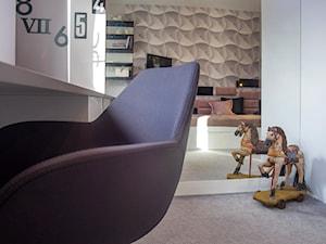 POKOJE NASTOLATKÓW - Mały biały pokój dziecka dla chłopca dla dziewczynki dla malucha, styl nowoczesny - zdjęcie od DALMIKO DESIGN Pracownia Projektowa