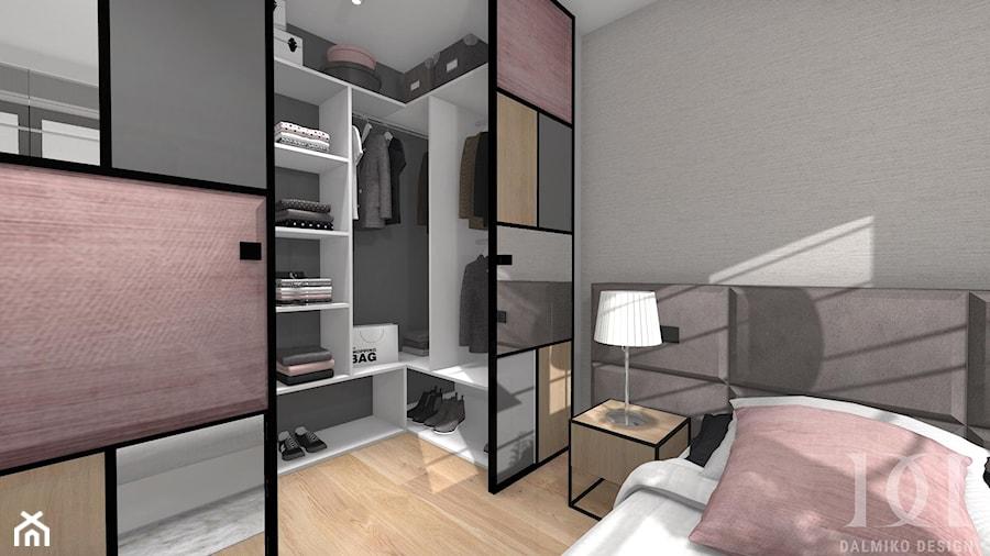 MIESZKANIE Z DREWNEM - Mała zamknięta garderoba przy sypialni, styl nowoczesny - zdjęcie od DALMIKO DESIGN Pracownia Projektowa