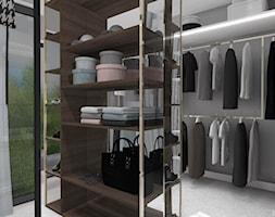 DOM GLOBTROTERÓW - Średnia garderoba z oknem oddzielne pomieszczenie, styl nowoczesny - zdjęcie od DALMIKO DESIGN Pracownia Projektowa