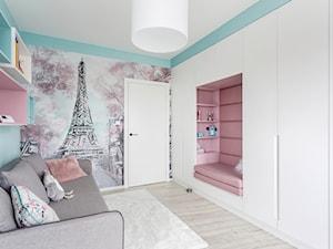 90 m2 po remoncie - Mały biały różowy niebieski pokój dziecka dla dziewczynki dla malucha dla nastolatka, styl nowoczesny - zdjęcie od ZAWICKA-ID Projektowanie wnętrz
