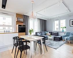 Mieszkanie dla rodziny - Średni biały salon z kuchnią z jadalnią, styl skandynawski - zdjęcie od ZAWICKA-ID Projektowanie wnętrz - Homebook