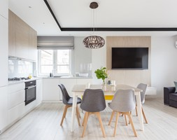 90 m2 po remoncie - Duża otwarta szara jadalnia w kuchni w salonie, styl nowoczesny - zdjęcie od ZAWICKA-ID Projektowanie wnętrz