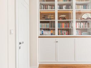Apartament na Ursynowie - Średnie białe biuro w pokoju, styl klasyczny - zdjęcie od ZAWICKA-ID Projektowanie wnętrz
