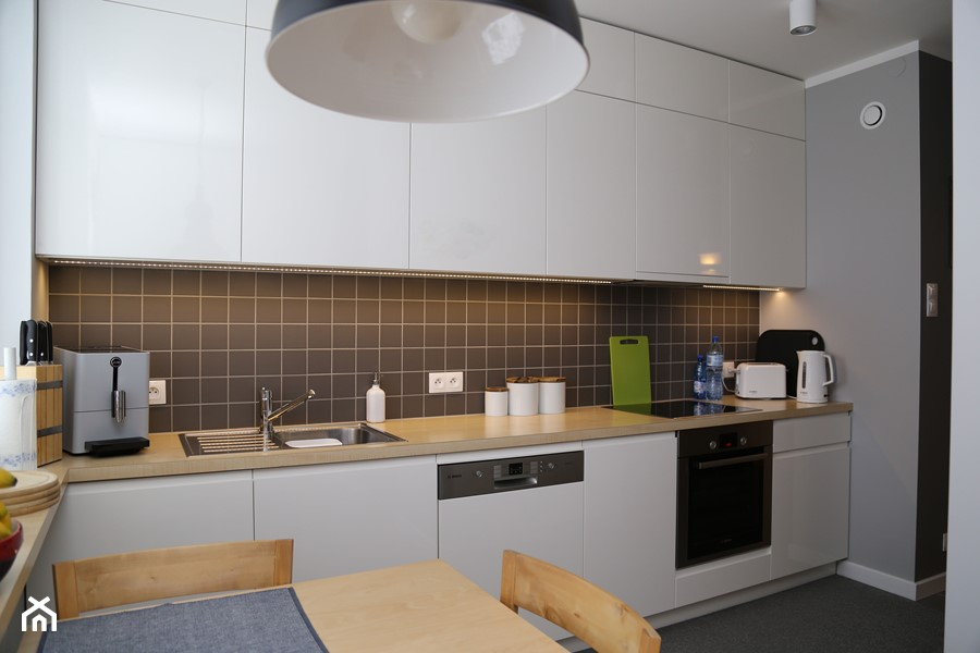 Biało szara kuchnia  zdjęcie od ZAWICKA ID Projektowanie   -> Kuchnia Bialo Szara Z Drewnem