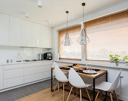 Biała skandynawska kuchnia - zdjęcie od ZAWICKA-ID Projektowanie wnętrz