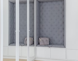 Apartament na Ursynowie - Mały biały szary hol / przedpokój, styl nowojorski - zdjęcie od ZAWICKA-ID Projektowanie wnętrz