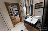 niewielka łazienka w stylu nowoczesnym