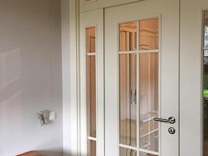 PIĘKNE DRZWI - Małe szare biuro, styl klasyczny - zdjęcie od HOLTZ