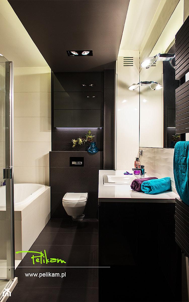 Mieszkanie 80 m2 - Średnia beżowa czarna łazienka w bloku bez okna, styl nowoczesny - zdjęcie od PELIKAM