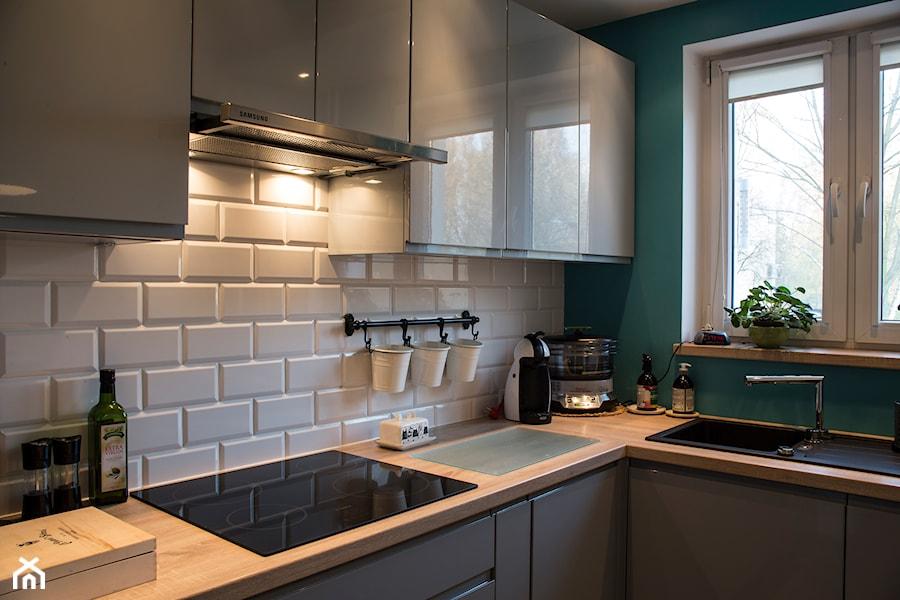 Mieszkanie w bloku  Średnia otwarta zamknięta kuchnia w kształcie litery l z