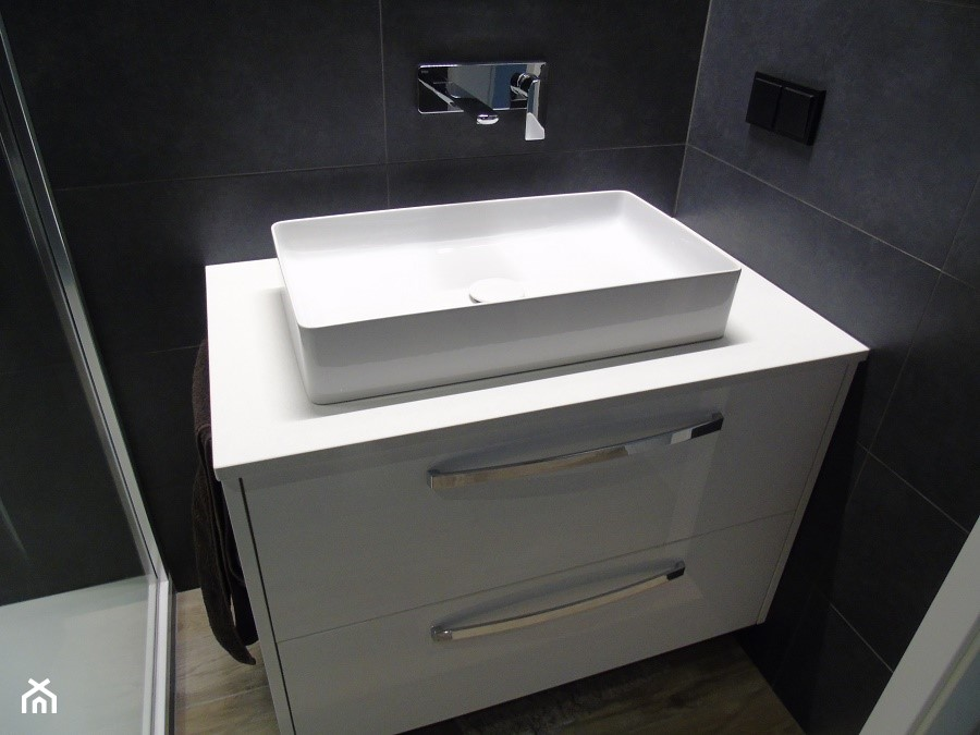 Biały Blat Do łazienki Z Konglomeratu Kwarcowego Zdjęcie