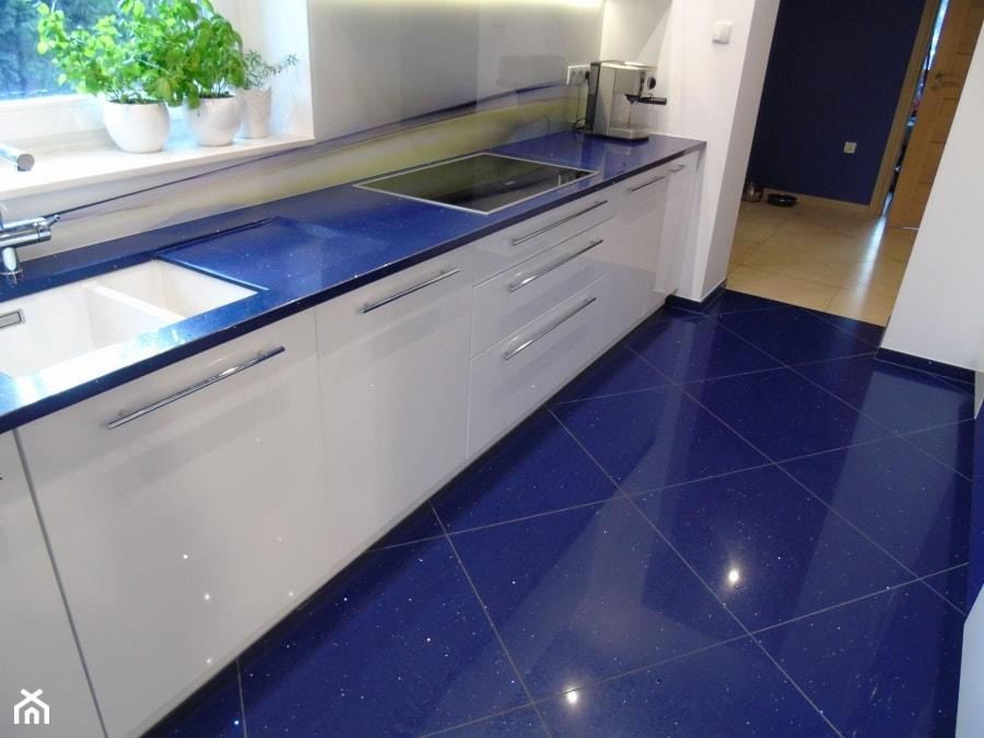 Blaty kuchenne z konglomeratu kwarcowego  zdjęcie od   -> Kuchnia W Kafelkach