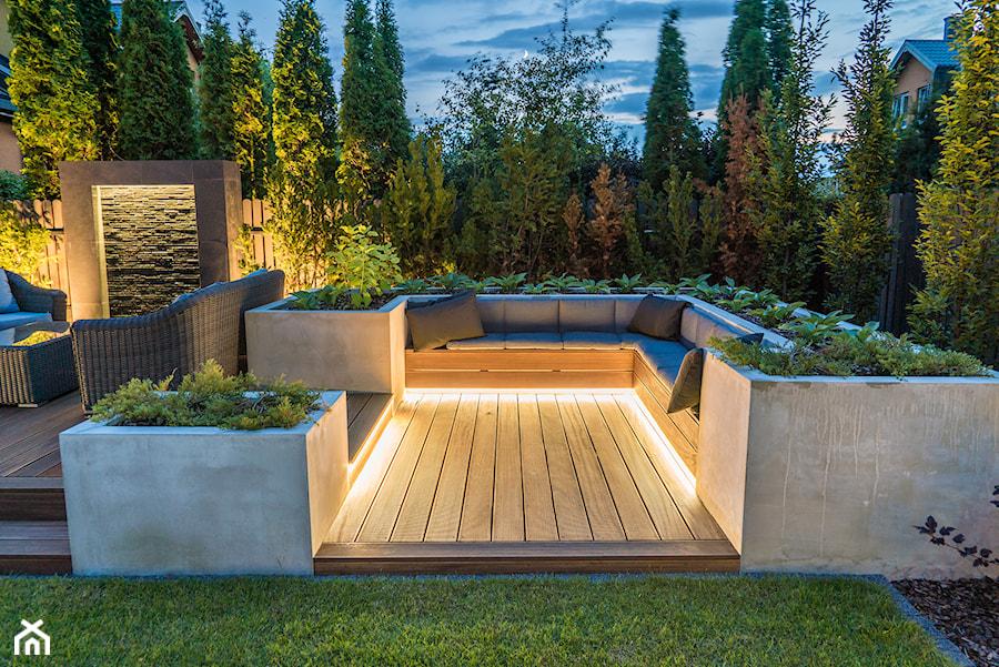 Oświetlenie Ogrodu Ogród Nocą Zdjęcie Od Miejskie Ziele