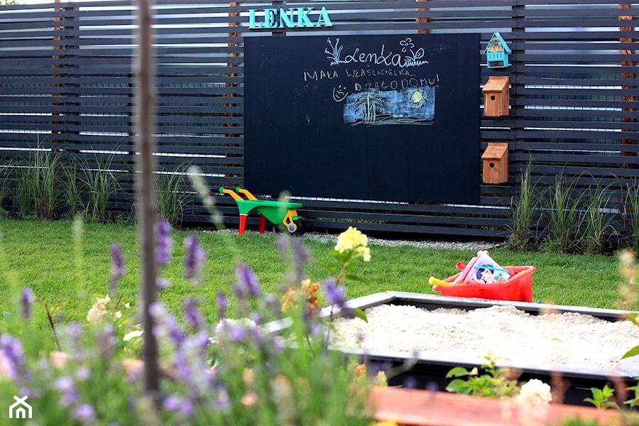Strefa dziecięcych zabaw - zdjęcie od Miejskie Ziele
