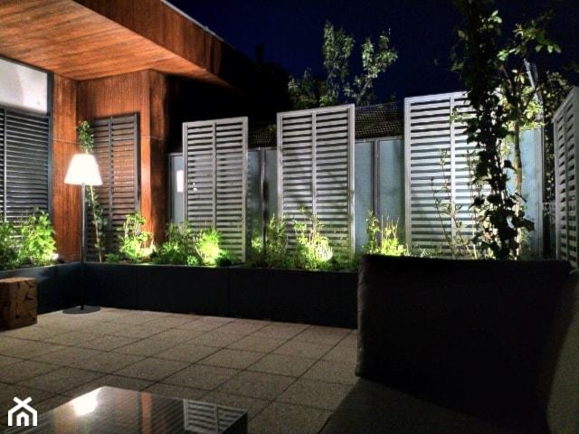 Zielony taras w apartamentowcu - zdjęcie od Miejskie Ziele