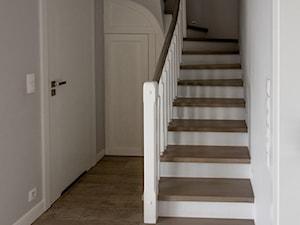 Dom w Baranowie II - Schody, styl klasyczny - zdjęcie od ememstudio