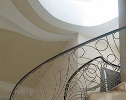 Projekty rezydencji Villanette- schody w rezydencji AMAYA - zdjęcie od Architekci VILLANETTE