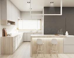Dom w Skawinie - Średnia otwarta biała kuchnia w kształcie litery u w aneksie z wyspą z oknem, styl tradycyjny - zdjęcie od FOORMA Pracownia Architektury Wnętrz