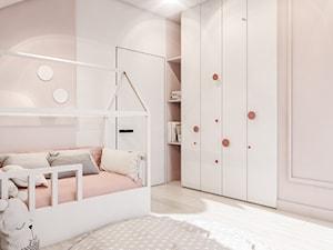Dom Łaziska - Średni biały beżowy pokój dziecka dla dziewczynki dla malucha, styl nowoczesny - zdjęcie od FOORMA Pracownia Architektury Wnętrz