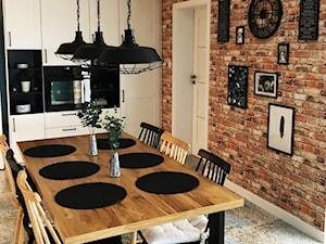 Dom w Krakowie 98 m2 - Średnia otwarta beżowa jadalnia w kuchni, styl rustykalny - zdjęcie od Studio 4 Design