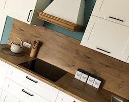 Dom w Krakowie 98 m2 - Mała zielona kuchnia jednorzędowa w aneksie, styl rustykalny - zdjęcie od katadesign
