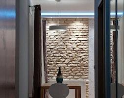 """Mieszkanie z turkusem - Mały biały hol / przedpokój, styl nowoczesny - zdjęcie od Pracownia Aranżacji Wnętrz """"O-Kreślarnia"""""""