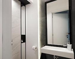 Apartament na Wilanowie. - Mała biała łazienka w bloku w domu jednorodzinnym bez okna, styl nowocze ... - zdjęcie od Soma Architekci - Homebook