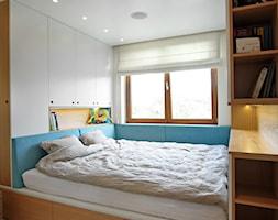 Wola - Mała biała sypialnia małżeńska, styl nowoczesny - zdjęcie od Soma Architekci - Homebook