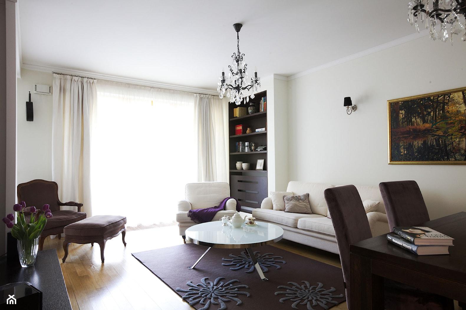 Klasyczny Mokotów - Średni biały salon z jadalnią, styl klasyczny - zdjęcie od Soma Architekci - Homebook
