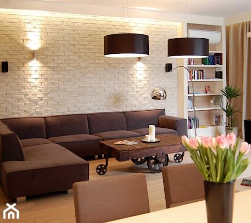 Ciemne meble w salonie – jaki kolor ścian do nich pasuje? Znamy odpowiedź