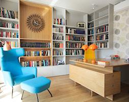 Apartament Ekopark - Duże białe biuro domowe w pokoju, styl nowoczesny - zdjęcie od Soma Architekci