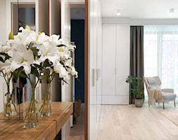 Apartament na Wilanowie. - Duży biały salon, styl nowoczesny - zdjęcie od Soma Architekci - Homebook