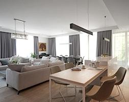 Apartament na Wilanowie. - Duży szary salon z jadalnią, styl nowoczesny - zdjęcie od Soma Architekci - Homebook