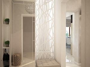 Dom koło Ostrołęki w stylu GLAMOUR - Mały beżowy hol / przedpokój, styl glamour - zdjęcie od Mart-Design Architektura Wnętrz