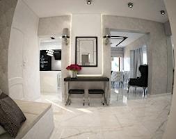 Dom koło Ostrołęki w stylu GLAMOUR - Średni biały hol / przedpokój, styl glamour - zdjęcie od Mart-Design Architektura Wnętrz
