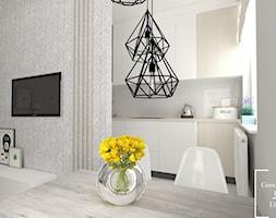 Osiedle Avia - Mała otwarta biała jadalnia w kuchni w salonie - zdjęcie od Good Place For Living