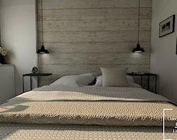 Osiedle Avia - Mała biała sypialnia małżeńska - zdjęcie od Good Place For Living