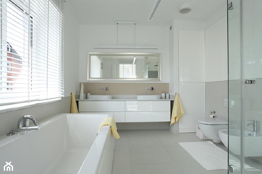 Łazienka w bieli - zdjęcie od CARREA
