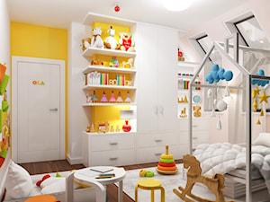 Projekt wnętrz domu w Warszawie - Średni biały pastelowy żółty pokój dziecka dla chłopca dla malucha, styl tradycyjny - zdjęcie od KJ Architekci