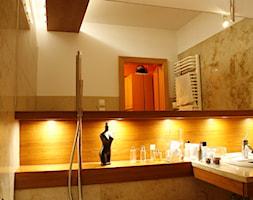 Wnętrza apartamentu w Krakowie - Średnia biała łazienka w bloku w domu jednorodzinnym bez okna, sty ... - zdjęcie od KJ Architekci - Homebook
