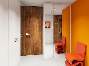 Projekt wnętrz domu w Warszawie - Średni biały pomarańczowy hol / przedpokój, styl nowoczesny - zdjęcie od KJ Architekci