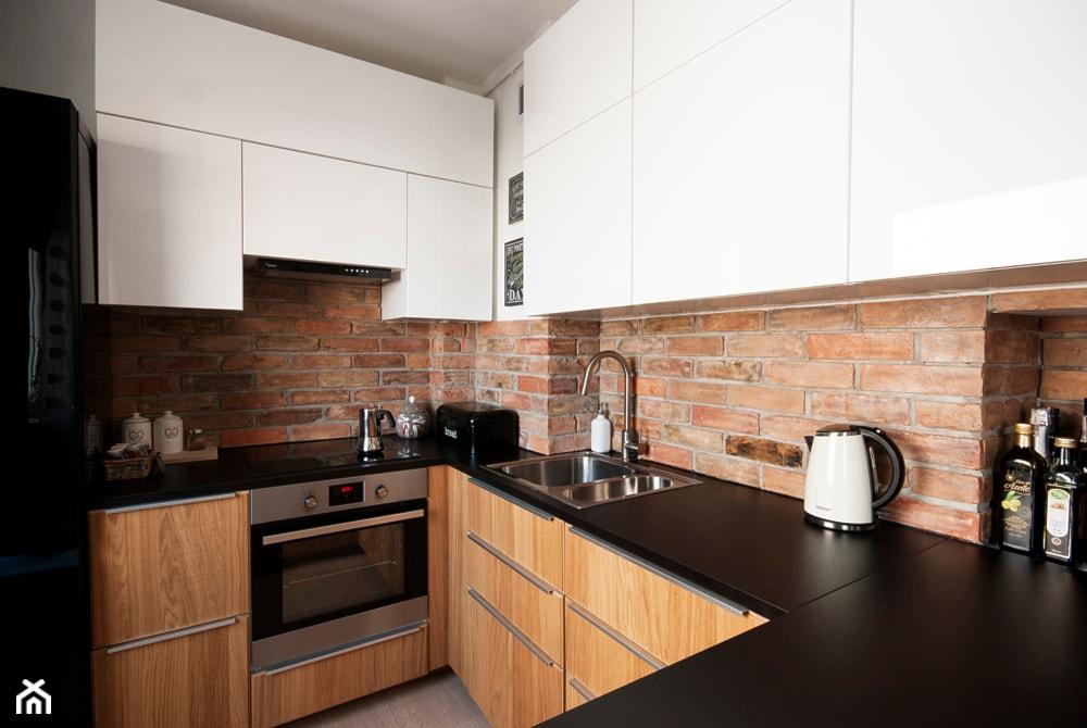 Mieszkanie dla młodych - Średnia otwarta brązowa kuchnia w kształcie litery u, styl nowoczesny - zdjęcie od Za murami za dachami - Homebook