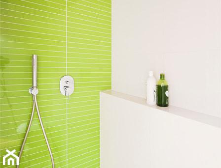 Aranżacje wnętrz - Łazienka: Projekt małej łazienki w mieszkaniu - Za murami za dachami. Przeglądaj, dodawaj i zapisuj najlepsze zdjęcia, pomysły i inspiracje designerskie. W bazie mamy już prawie milion fotografii!