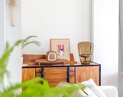 Apartament M&P - Biały salon, styl eklektyczny - zdjęcie od Kraupe Studio - Homebook